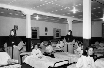 Girls in Turquetil Hall residence in Chesterfield Inlet before bedtime. (PHOTO FROM COLLECTIONS CANADA)