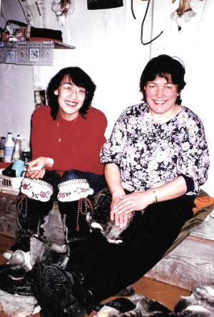 Margaret Karpik (left), with her mother Ida Karpik (right), in the women's qammaq in February 1994. Karpik, a renowned artist, died in 2002 at 63. (PHOTO BY JANE GEORGE)