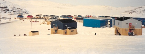 A view into the Nunavik community of Salluit in 1995. (PHOTO BY JANE GEORGE)