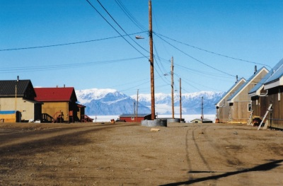 A view down the street in Pond Inlet to the mountains beyond, 1994. (PHOTO BY JANE GEORGE)
