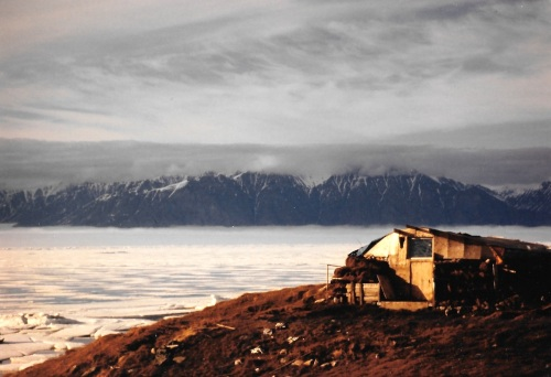 A qammaq in 1994 in Pond Inlet is a reminder of how the community looked like in the 1950s when Peter Murdoch lived there. (PHOTO BY JANE GEORGE)