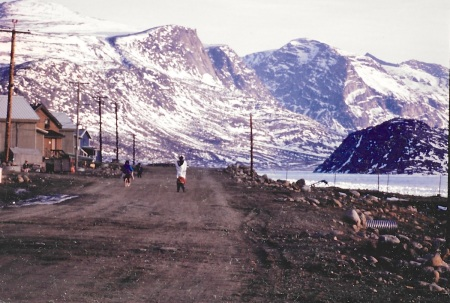 Scene from Pangnirtung, May 1993. (PHOTO BY JANE GEORGE)