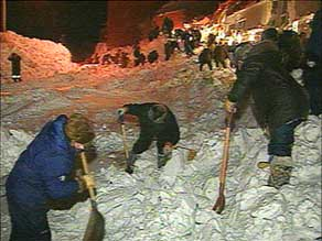 Searchers look for survivors after the avalanche, Kangiqsualujjaq, Jan. 1, 1999 in this attributed photo.