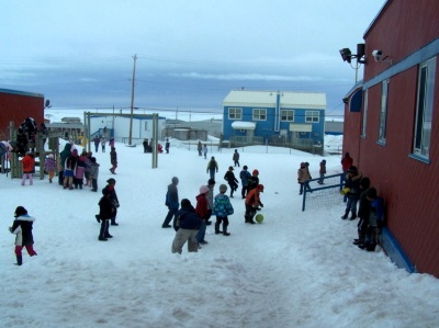 Students play outside school in Igloolik. (PHOTO/WIKIPEDIA)
