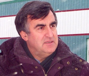 Quebec Premier Lucien Bouchard vows to help Kangiqsualujjuaq recover when he visits Kuujjuaq and then Kangiqsualujjuaq in January, 1999. (PHOTO BY JANE GEORGE)