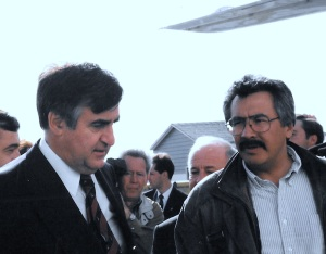 Quebec Premier Lucien Bouchard and Johnny Adams, then chairperson of the Kativik Regional Government, chat in Kangiqsualujjuaq in September 1997. (PHOTO BY JANE GEORGE)