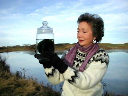 Governor General Adrienne Clarkson holds an algae bar near Lake Myvatn, Iceland. (PHOTO BY JANE GEORGE)