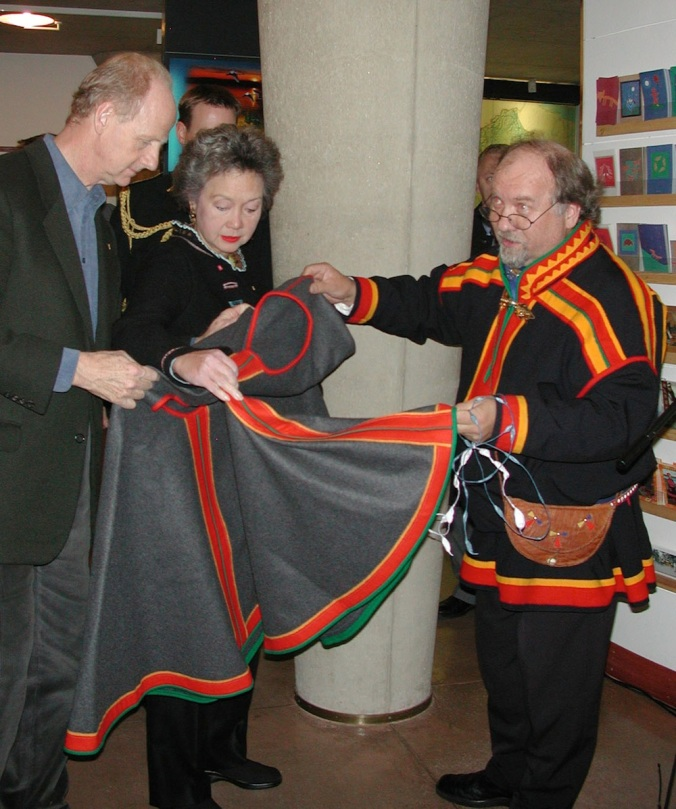 Finland's Saami leader Pekka Aikio gives John Ralson Saul and his wife, Governor General Adrienne Clarkson, a  luhkka, a traditional article of clothing, which can be worn outside a fur coat or by itself in warmer weather. (PHOTO BY JANE GEORGE)