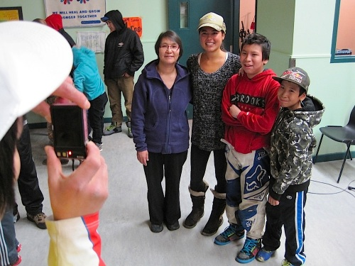 Ariel Tweto with admirers, Sept. 27, in Cambridge Bay. (PHOTO BY JANE GEORGE)